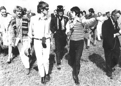 Paul McCartney and Leslie Cavendish on the Magical Mystery Tour